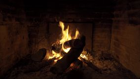 Φωτιά σε μια εστία απόθεμα βίντεο