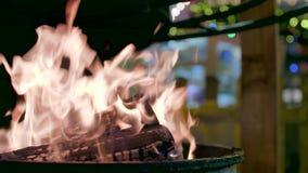 Φωτιά υπαίθρια σε σε αργή κίνηση φιλμ μικρού μήκους