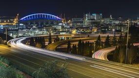 Φωτισμένη άποψη των ελαφριών ραβδώσεων αυτοκινήτων αυτοκινητόδρομων Downton Σιάτλ στοκ φωτογραφίες