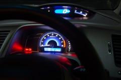φωτισμένη αυτοκίνητο επιτροπή νύχτας οργάνων Στοκ εικόνα με δικαίωμα ελεύθερης χρήσης