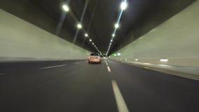 Φωτισμένη σήραγγα με το αυτοκίνητο - ταχύτητα απόθεμα βίντεο