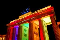 Φωτισμένη σκαπάνη Brandenburger στο Βερολίνο Στοκ εικόνες με δικαίωμα ελεύθερης χρήσης