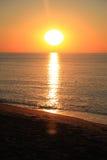 φωτισμένος αυγή ήλιος θάλασσας βράχου Στοκ εικόνες με δικαίωμα ελεύθερης χρήσης