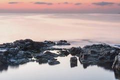 φωτισμένος αυγή ήλιος θάλασσας βράχου Στοκ Φωτογραφία