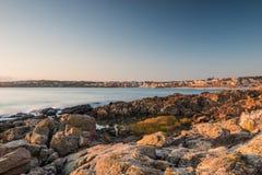 φωτισμένος αυγή ήλιος θάλασσας βράχου Στοκ φωτογραφία με δικαίωμα ελεύθερης χρήσης