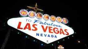 Φωτισμένος Καλώς ήρθατε στο μυθικό Λας Βέγκας τή νύχτα - πόλη του Λας Βέγκας Nevada/USA απόθεμα βίντεο