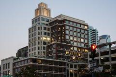 Φωτισμένος ουρανοξύστης στο Σαν Φρανσίσκο στοκ φωτογραφία