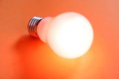 φωτισμένος lightbulb Στοκ φωτογραφίες με δικαίωμα ελεύθερης χρήσης