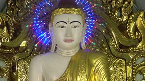Φωτισμένο άγαλμα του Βούδα φιλμ μικρού μήκους