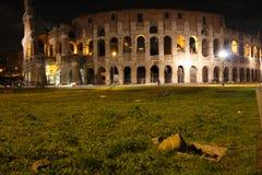 Φωτισμένο η Ιταλία Colosseum τη νύχτα Στοκ εικόνα με δικαίωμα ελεύθερης χρήσης