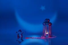 Φωτισμένο φανάρι με το αστέρι και Rosary Στοκ φωτογραφία με δικαίωμα ελεύθερης χρήσης