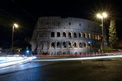 Φωτισμένο Colosseum στη Ρώμη τη νύχτα Στοκ Φωτογραφίες