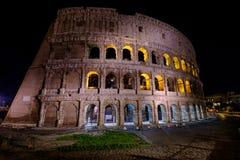 Φωτισμένο Colosseum στη Ρώμη τη νύχτα Στοκ Φωτογραφία