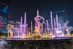 Φωτισμένο Hangzhou τετράγωνο οικοδόμησης Wishan Στοκ φωτογραφίες με δικαίωμα ελεύθερης χρήσης