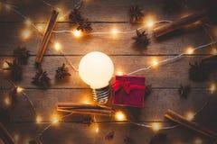 Φωτισμοί και βολβός Χριστουγέννων στοκ εικόνες