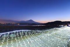 Φωτισμοί και βουνά του Φούτζι στη χειμερινή εποχή στοκ φωτογραφίες με δικαίωμα ελεύθερης χρήσης