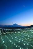 Φωτισμοί και βουνά του Φούτζι στη χειμερινή εποχή στοκ φωτογραφίες