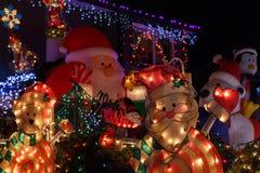 Φωτισμοί Χριστουγέννων μπροστά από ένα σπίτι στοκ εικόνες