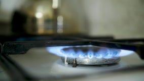 Φωτισμός ενός δαχτυλιδιού αερίου hob κουζινών απόθεμα βίντεο