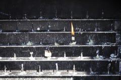 Φωτισμός κεριών μόνος Στοκ εικόνα με δικαίωμα ελεύθερης χρήσης