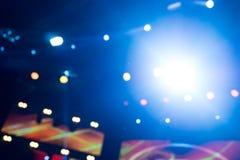 Φωτισμός συναυλίας ψυχαγωγίας Defocused στη σκηνή, bokeh στοκ φωτογραφίες