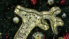 Φωτισμός ταράνδων και χριστουγεννιάτικο δέντρο ελεύθερη απεικόνιση δικαιώματος