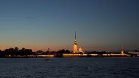 Φωτισμός της Αγία Πετρούπολης του Peter και του φρουρίου του Paul απόθεμα βίντεο