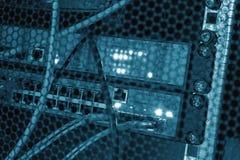 Φωτισμός των πίσω οδηγήσεων πλευράς χρωματισμένος κέντρο δεδομένων Στοκ φωτογραφία με δικαίωμα ελεύθερης χρήσης