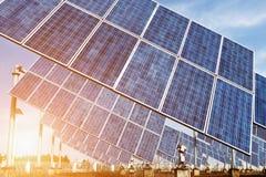 Φωτοβολταϊκά κύτταρα ή ηλιακά πλαίσια Στοκ Φωτογραφίες