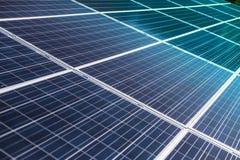 Φωτοβολταϊκή λεπτομέρεια και κινηματογράφηση σε πρώτο πλάνο επιτροπής ηλιακών κυττάρων Στοκ φωτογραφίες με δικαίωμα ελεύθερης χρήσης
