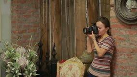 Φωτογράφος και πρότυπο μόδας που λειτουργούν από κοινού φιλμ μικρού μήκους