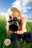 φωτογράφος με ένα λουλούδι Στοκ Εικόνες