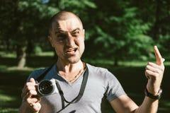 0 φωτογράφος με τη κάμερα στο πάρκο Στοκ εικόνες με δικαίωμα ελεύθερης χρήσης