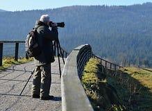 Φωτογράφος με το τρίποδο Στοκ φωτογραφία με δικαίωμα ελεύθερης χρήσης