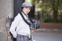 Φωτογράφος νέων κοριτσιών στοκ εικόνα με δικαίωμα ελεύθερης χρήσης