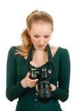 Φωτογράφος ομορφιάς που αναθεωρεί τον κακό πυροβολισμό Στοκ Εικόνες