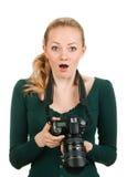 Φωτογράφος ομορφιάς που αναθεωρεί τον κακό πυροβολισμό Στοκ εικόνα με δικαίωμα ελεύθερης χρήσης