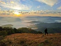 Φωτογράφος πάνω από το βουνό στοκ φωτογραφίες