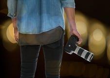 φωτογράφος πίσω με τη κάμερα σε διαθεσιμότητα blurred lights Στοκ Εικόνα