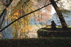 Φωτογράφος στη δράση στη φύση Στοκ φωτογραφία με δικαίωμα ελεύθερης χρήσης