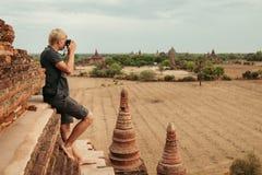 Φωτογράφος στις καταστροφές Bagan Στοκ Φωτογραφίες