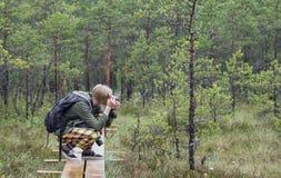 Φωτογράφος στο έλος Kakerdaja Στοκ Εικόνες