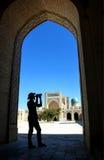 Φωτογράφος στο μουσουλμανικό τέμενος Kalyan Στοκ Εικόνα