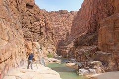 Φωτογράφος στο Al Mujib Wadi Στοκ φωτογραφίες με δικαίωμα ελεύθερης χρήσης