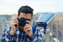Φωτογράφος ταξιδιού στο ταξίδι τουριστών Στοκ φωτογραφία με δικαίωμα ελεύθερης χρήσης