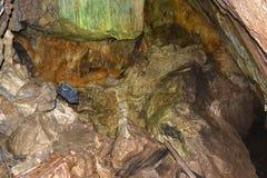 Φωτογράφος της περίπτωσης μέσω της σπηλιάς IALOMICIOARA 1 Στοκ εικόνα με δικαίωμα ελεύθερης χρήσης