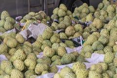 Φωτογραφία αποθεμάτων μήλων κρέμας στη φρέσκια αγορά Στοκ Εικόνα