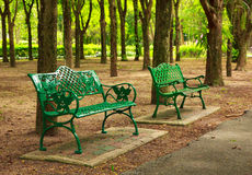Φωτογραφία αποθεμάτων - πράσινες καρέκλες στον κήπο Στοκ Εικόνες
