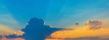 Φωτογραφία ενός μπλε ουρανού με τα σύννεφα Στοκ Εικόνες