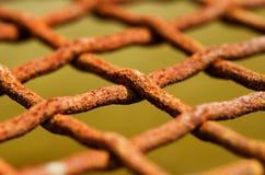Φωτογραφία λεπτομέρειας του καλωδίου σκουριάς στο δίχτυ Στοκ Φωτογραφίες